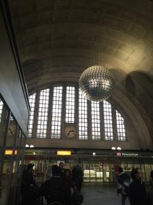 Glitter Ball Bahnhof